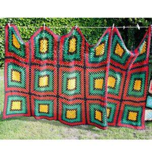 Hæklet tæppe i Regae farver