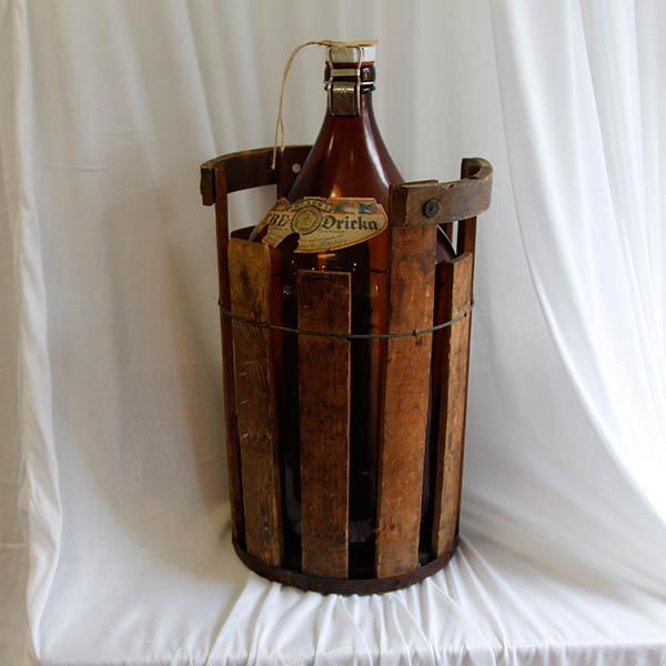 Stor flaske med trækasse