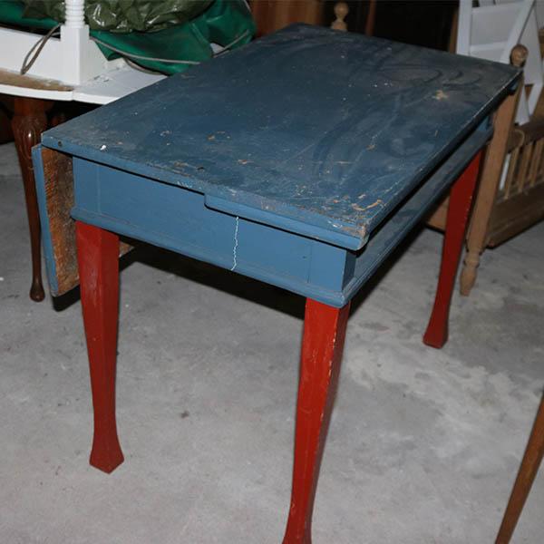 Blå køkkenbord - mangler skuffe