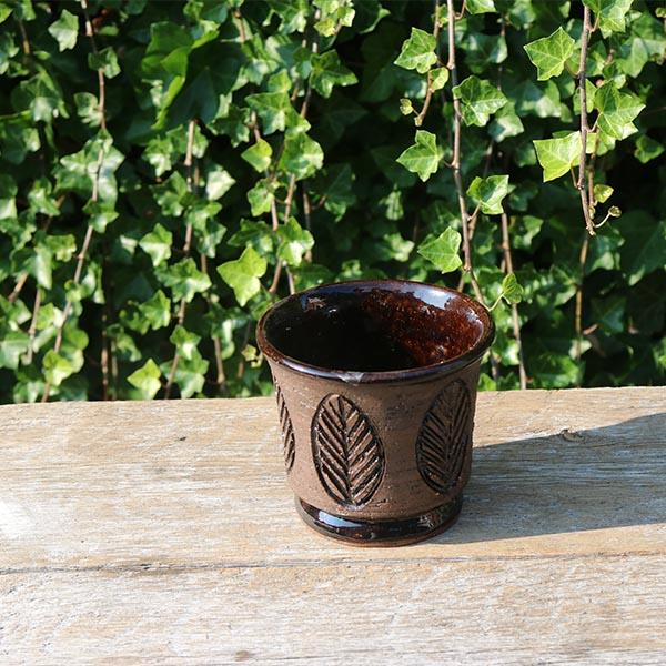 brun-urtepotte-blad-laholm-2532-13-cm
