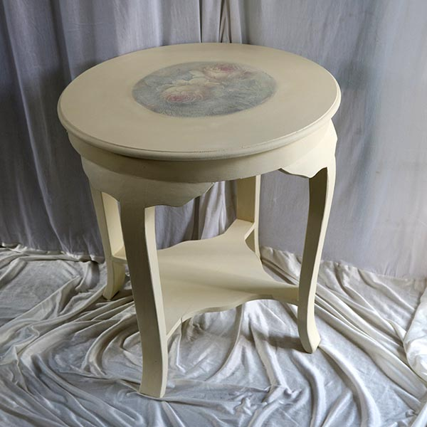 Romantsik bord med underplade - cremefarvet