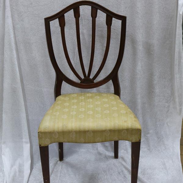 Mørk stol med flot ryg