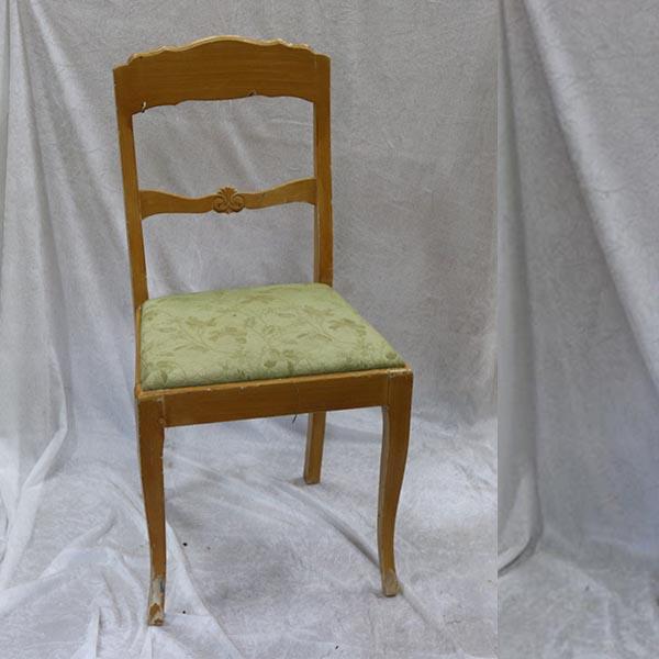 Lysbrun stol med flotte detaljer