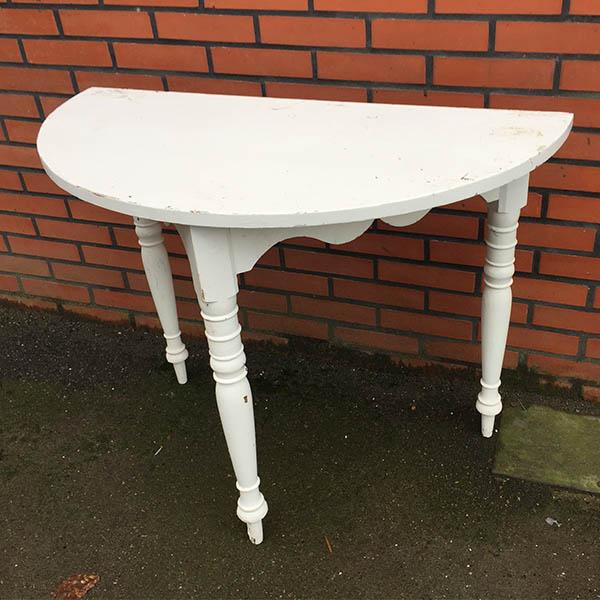 1 Romantisk halvbord hvid med patina