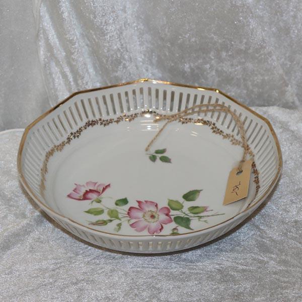 25 Romantisk skål med blondekant Ø 23 x 5 cm i højden