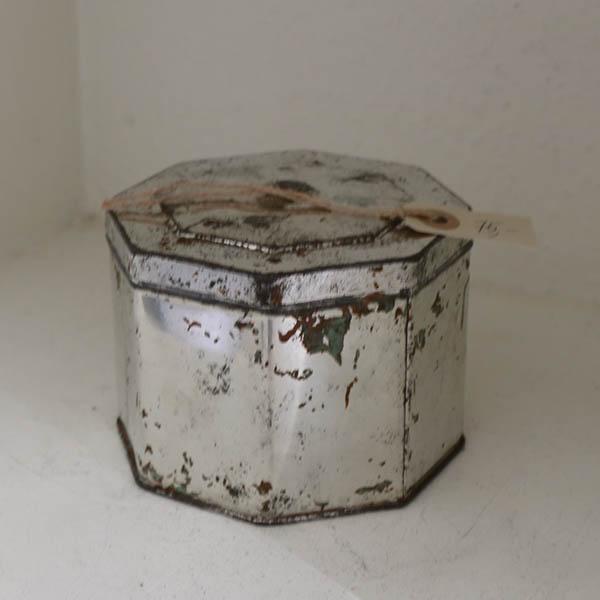 22 Metal kantet dåse Ø 14 x 10 cm