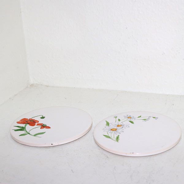 3 Retro bordskånere i keramik med blomster