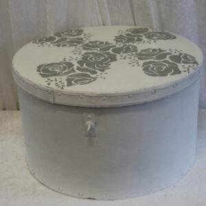 Romantisk hatteæske hvid grå roser Ø 46 x 27 cm