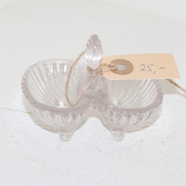 8 Dobbelt fingersaltkar i presset glas 7 i bred