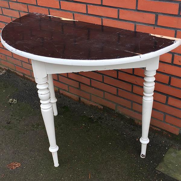 Halvbord med flotte ben - sort hvid med patina