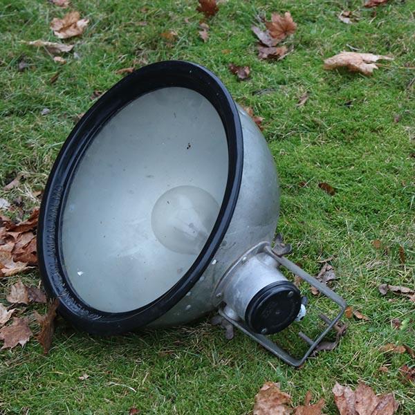 Galvaniseret industrilampe - med sort gummikant