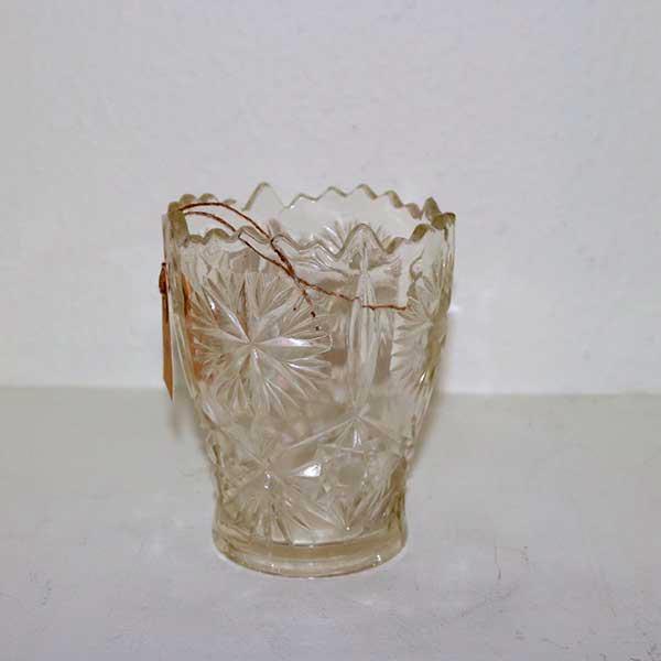 Romantisk presset glasvase Ø 6 x 13,5 cm