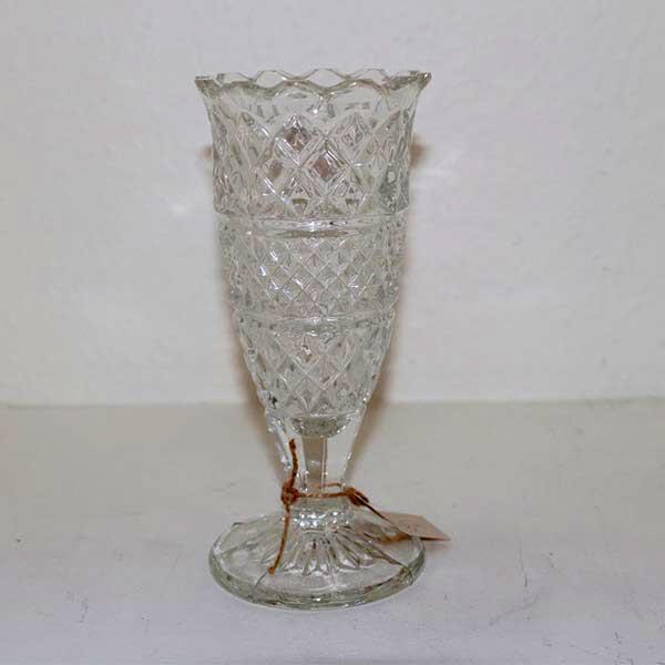 Romantisk presset glasvase med fod Ø 8 x 20 cm