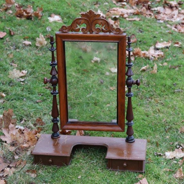 Stor pigtitare spejl med skuffe