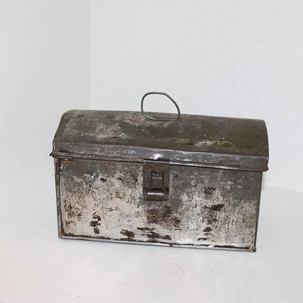 Madkasse i metal - rå stil 22,5x12x13 cm