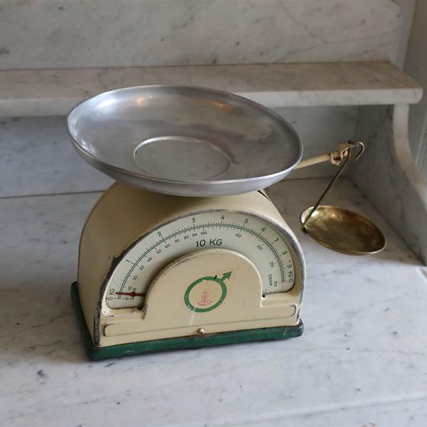Creme grønt kant emalje køkkenvægt 10 kg