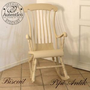Biscuit gyngestol svensk klassisk i sandfarvet Autentico kalkmaling