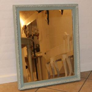 Romantisk spejl i mintgrøn og hvidt på mønstret 58x59x4 cm