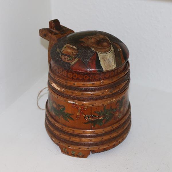 Træ ølkrus med patina og motiv Ø16x17cm