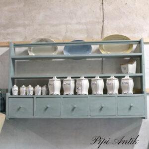 Købmandshylde med tallerkenrække støvet mintblå 147x23x86 cm