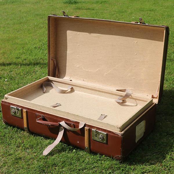 Retro brun kuffert - indersiden - med inddeling