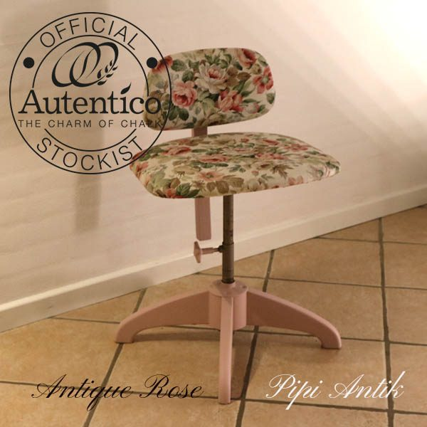 Romantisk skrivebordstol med træfødder siddehøjde min 50 cm