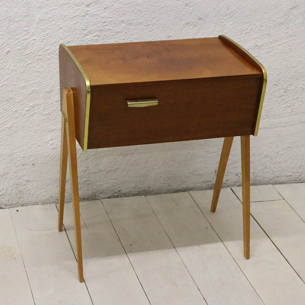 Teak retro lakeret sybord med slankeben og metalkant 45,5x30,5x56 cm