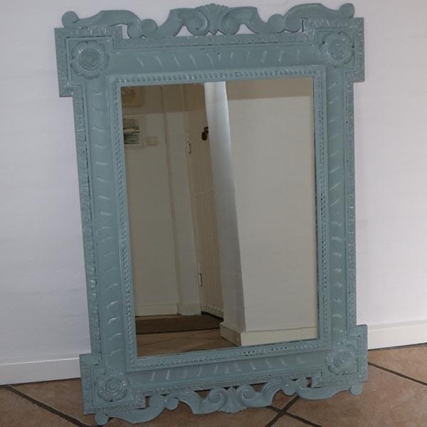 Romantisk spejl - med udskæringer i støvet blå 99x73x6 cm