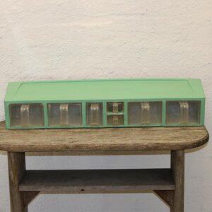 Mintgrøn plastik krydderihylde - retro - 79x19x15 cm