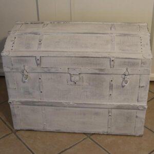Amerikanerkiste med lærred og metalkanter i hvidt - 80x50x61 cm
