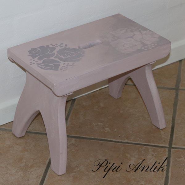 Gammelrosa skammel - Antoinette - stencileret 40,5x24,5x30 cm - Annie Sloan Chalk Paint