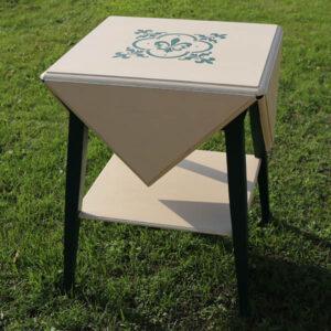 Grønt og creamfarvet foldebord - 59x59x75 cm H - ekstra 30 cm klapx4