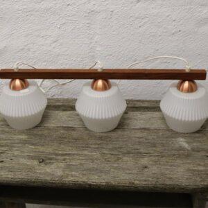 Kosta Allan retro loftlampe 65x18 cm - 2 hvide skærme, kobber og teak