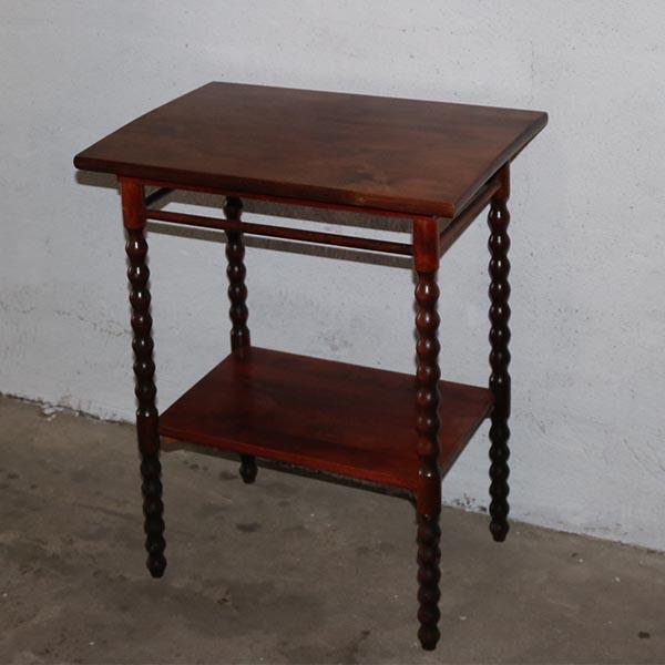 Romantisk bord - med underhylde - snoede ben L55xB40xH70 cm