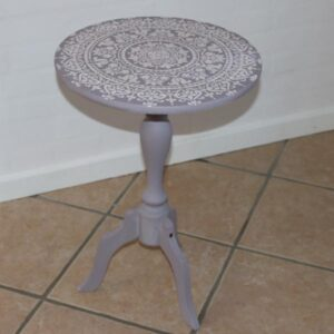 Romantisk rundt bord - mini - med stencils Henrietta Old White Ø38,5x57cm