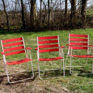 Retro røde patineret klapstole - træ og metal 41 cm siddehøjde