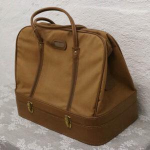 4 Retro pignic taske i brun - med bund med plastik stel H37xD24xB43 cm
