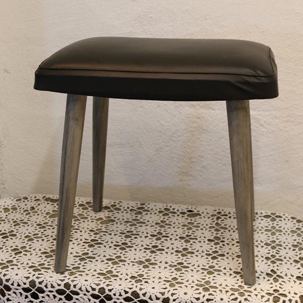 Retro skammel med grå malet ben 44 x 28 x 42 cm