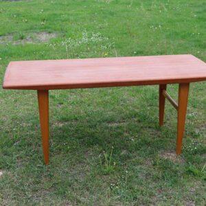 Teak sofabord i let stil - med lyse ben 133x61x57 cm
