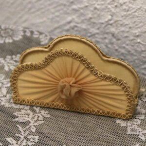 Romantisk cremefarvet servietholder L26c4x8,5 cm