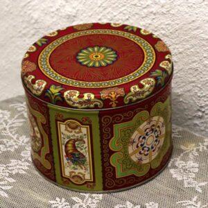 Rød nyere dåse - meget dekorativ - Middeløsten look Ø 19x14 cm