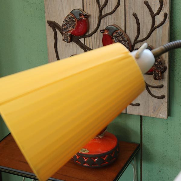 3 farvet retro gulvstander lampe - retro - orange, gul og hvid