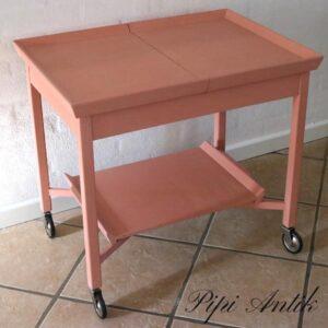 Romantisk bakkebord - med underhylde - fleksible 70x50x63 cm lukket