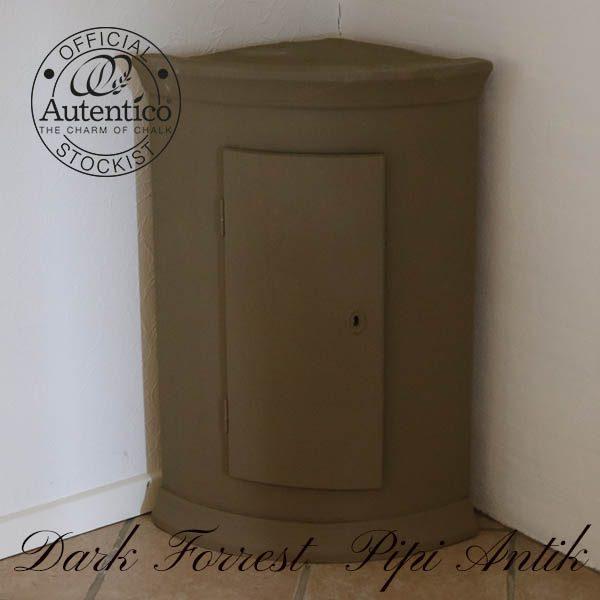 Dark Forrest hjørneskab 3 hylder inde og buet sider fra 1840