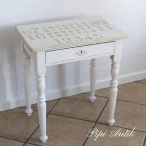 Mini skrivebord i hvidt - 57x40x63 cm med tal og bogstaver