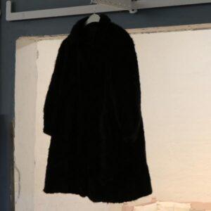 7ce1c57f Minkpels – extra small – ca 34-36 – sort – kan lægges ned i længden