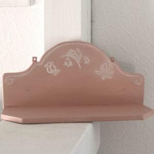 Romantisk laksefarvet hylde med blomster - 47x17x21 cm - Scandinavian Pink