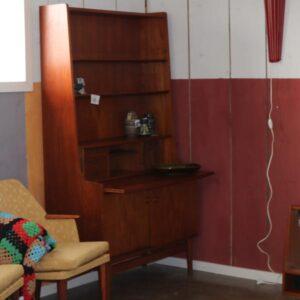 Teak træs reol med chattol med jalousilåger og skrivebordplade 100,5×42,5×182 cm H