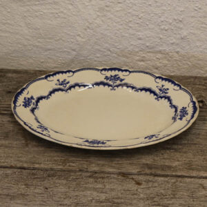 Hvidt - blåt fad - ovalt 25x19 cm
