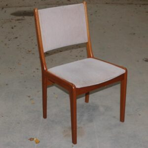 Farsø teak stole med velourbetræk i beige 50x44x88 cm, siddehøjde 45 cm